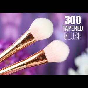 Real Technique Blush Brush Bold Metals 300 Tapered